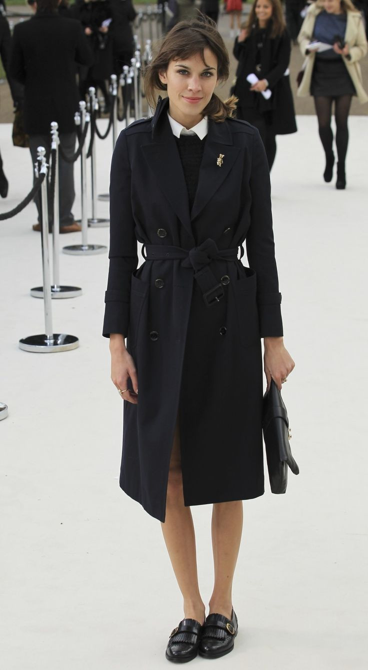 Brooches Outfit  How to wear the black coat without looking boring