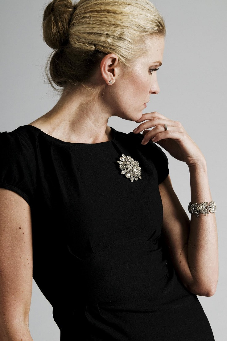 Brooches Outfit  Top 10 Ways To Accessorize Your Black Dress Outfit Top