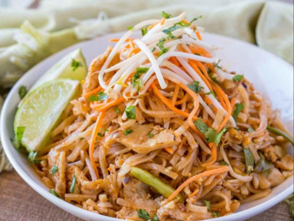 Chicken Pad Thai Calories Restaurant  Pad Thai with Chicken Breast Nutrition Facts Eat This Much