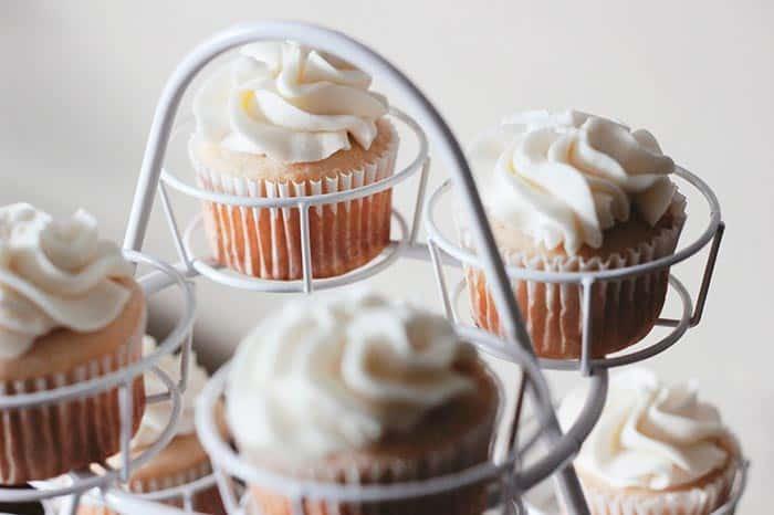 Como Hacer Cupcakes  CUPCAKES receta paso a paso Postre fácil edera