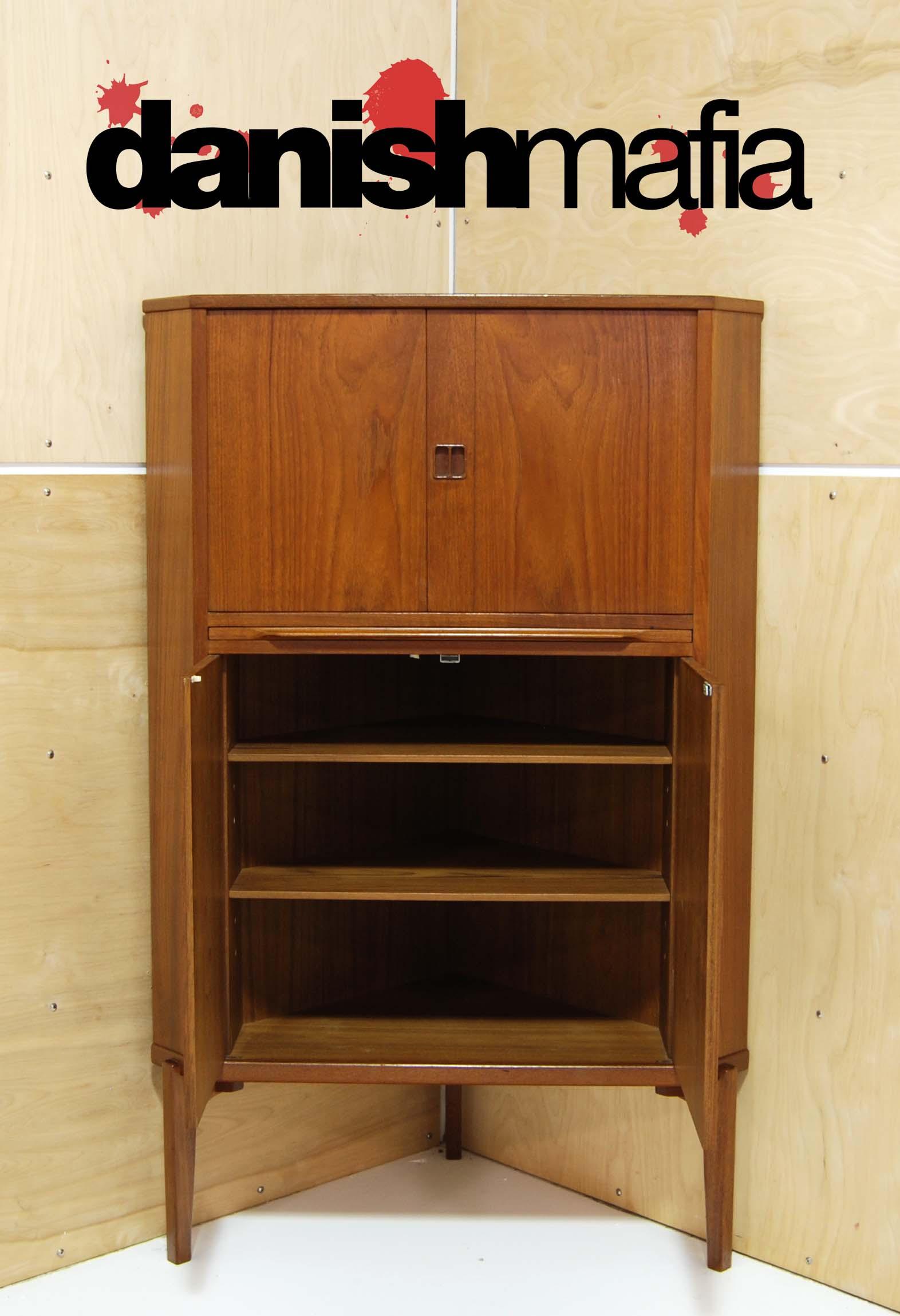 Corner Cabinet Bedroom  DSC 0318 f