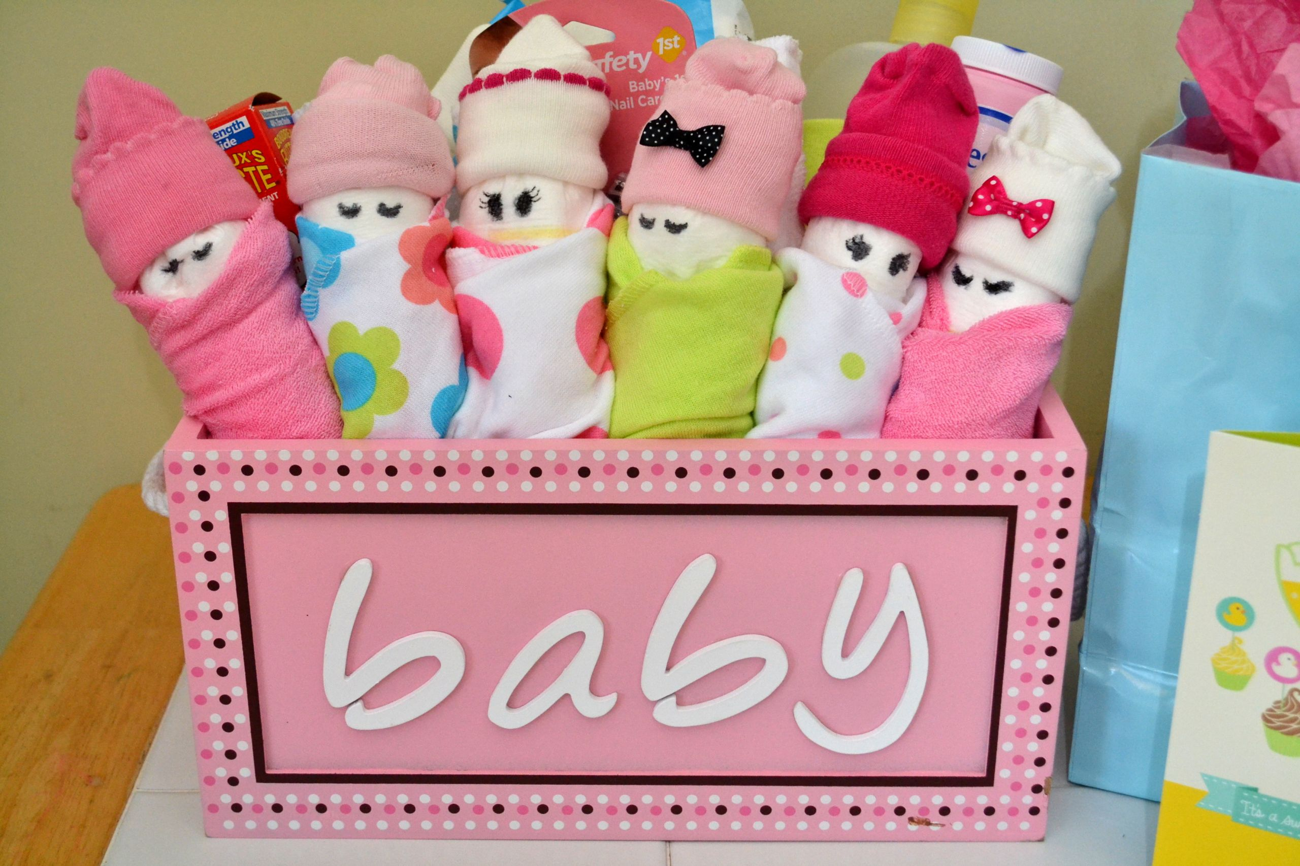 DIY Baby Gift Ideas  Essential Baby Shower Gifts & DIY Diaper Babies