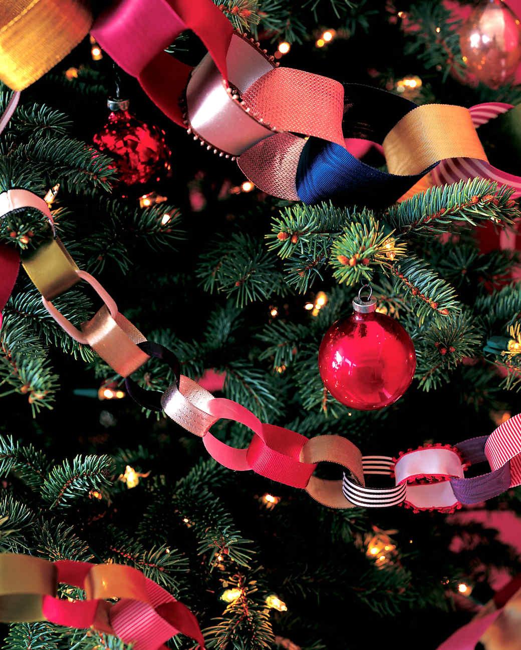 DIY Christmas Tree Garland  DIY Christmas Tree Garland Ideas to Personalize Your