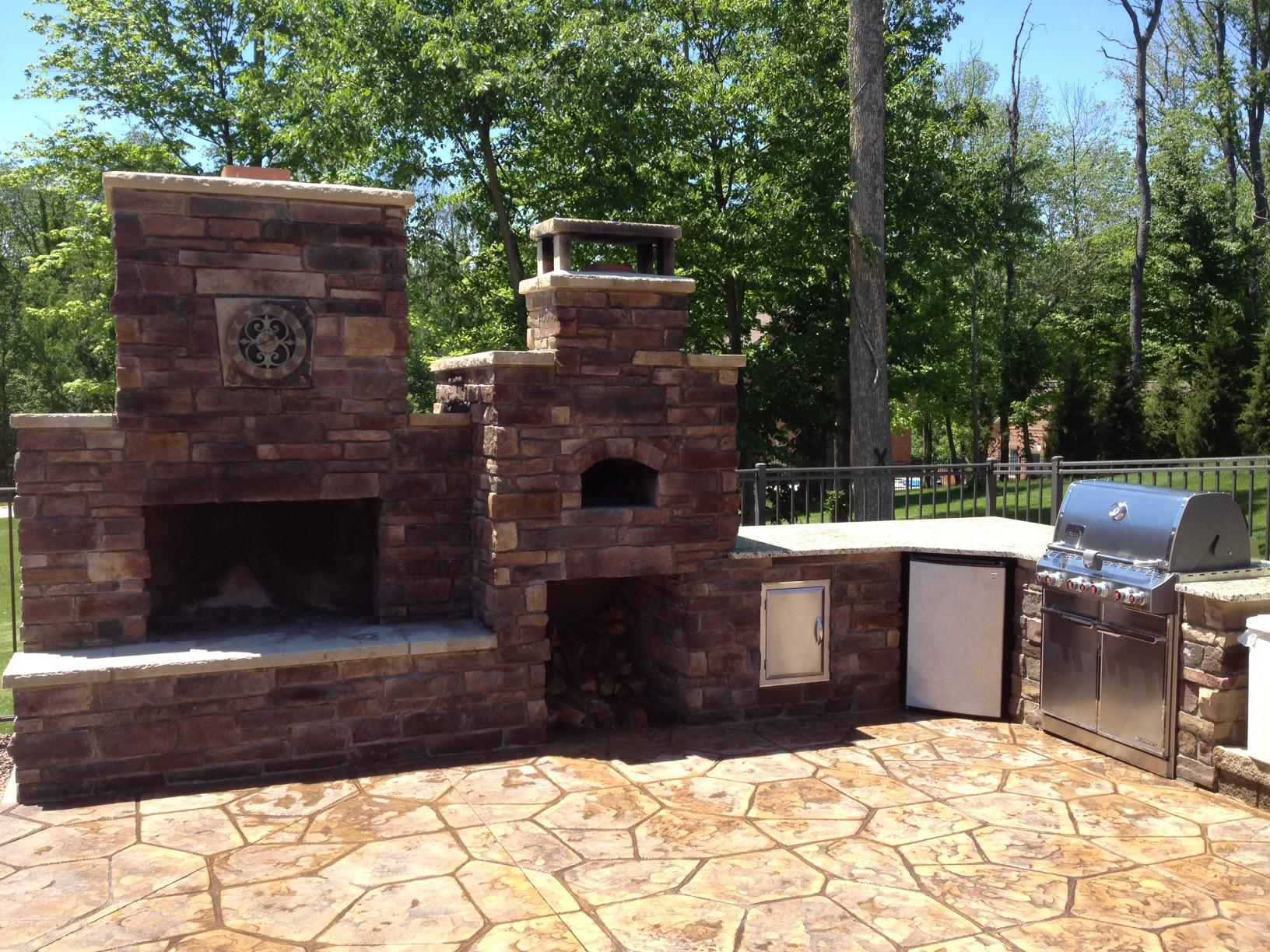 DIY Fireplace Outdoor  DIY Outdoor Fireplace and Pizza Oven bos