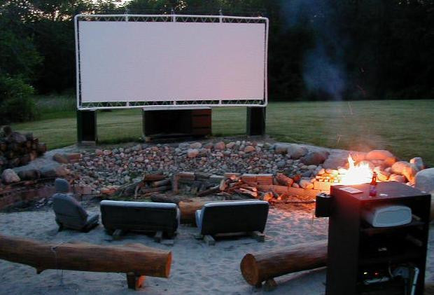DIY Outdoor Movie Screen Material  15 Easy and Fun DIY Projects You Can Do in Less than an Hour