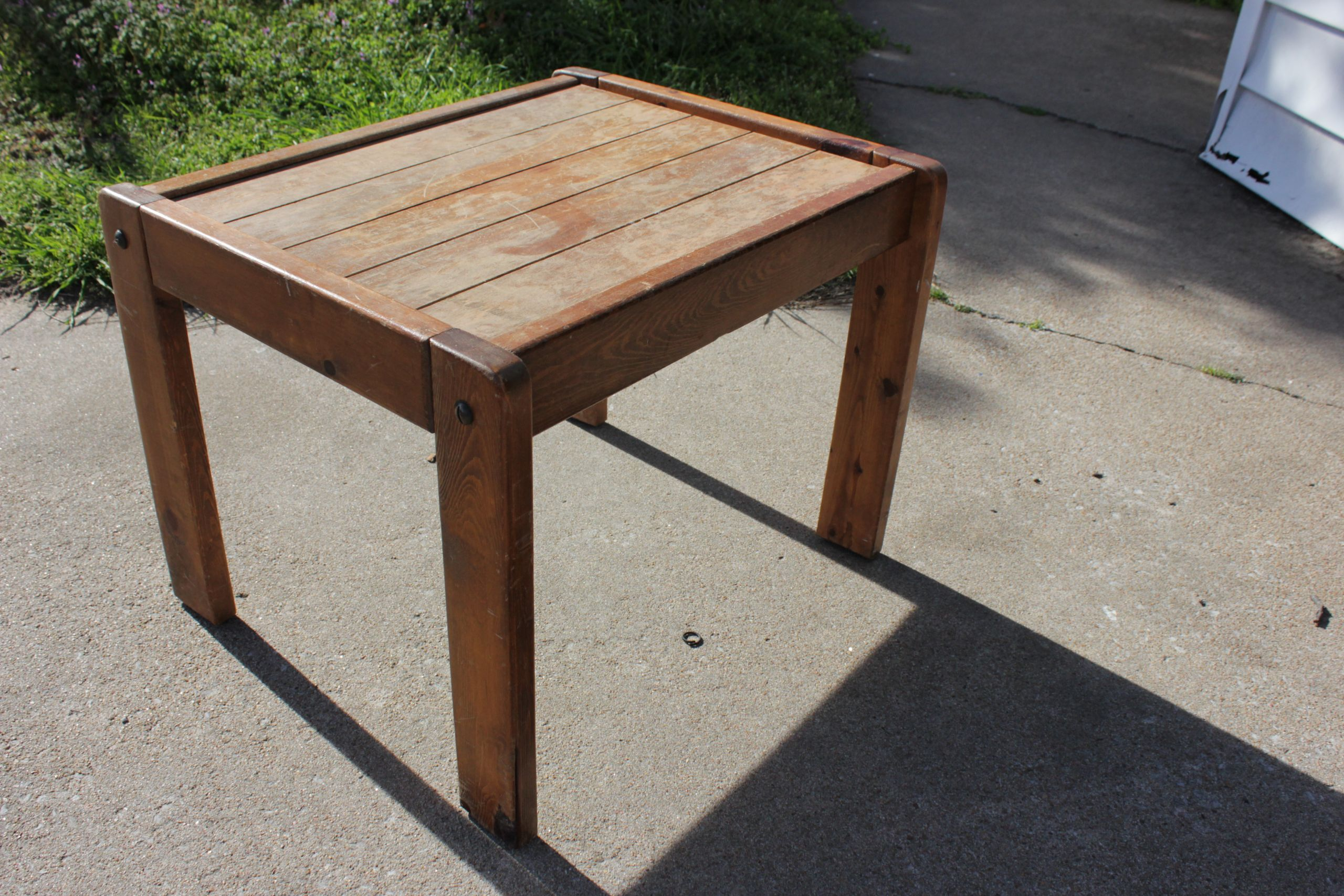 DIY Outdoor Wooden Table  DIY refinished end table drewanie