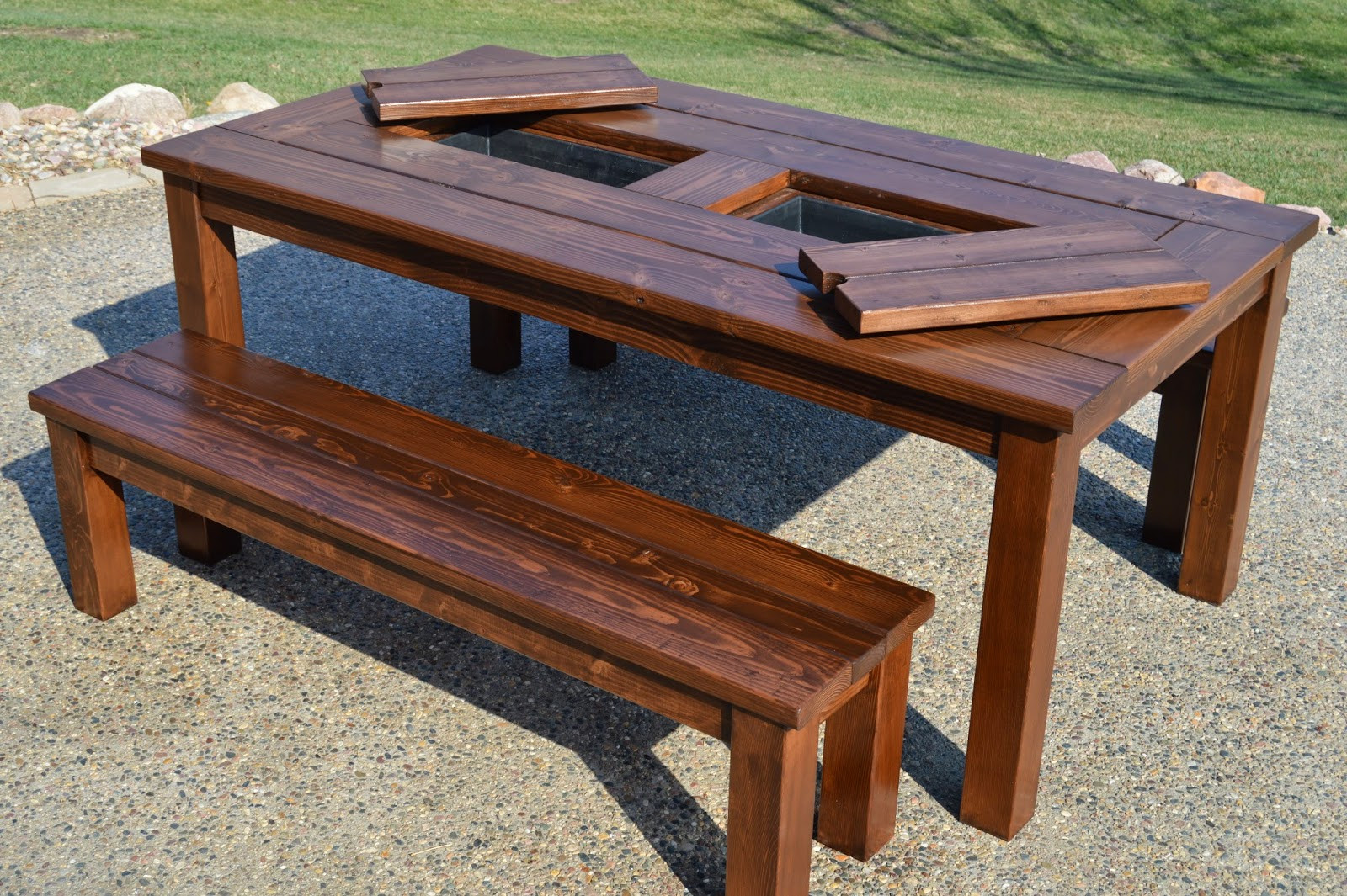 DIY Outdoor Wooden Table  Remodelaholic