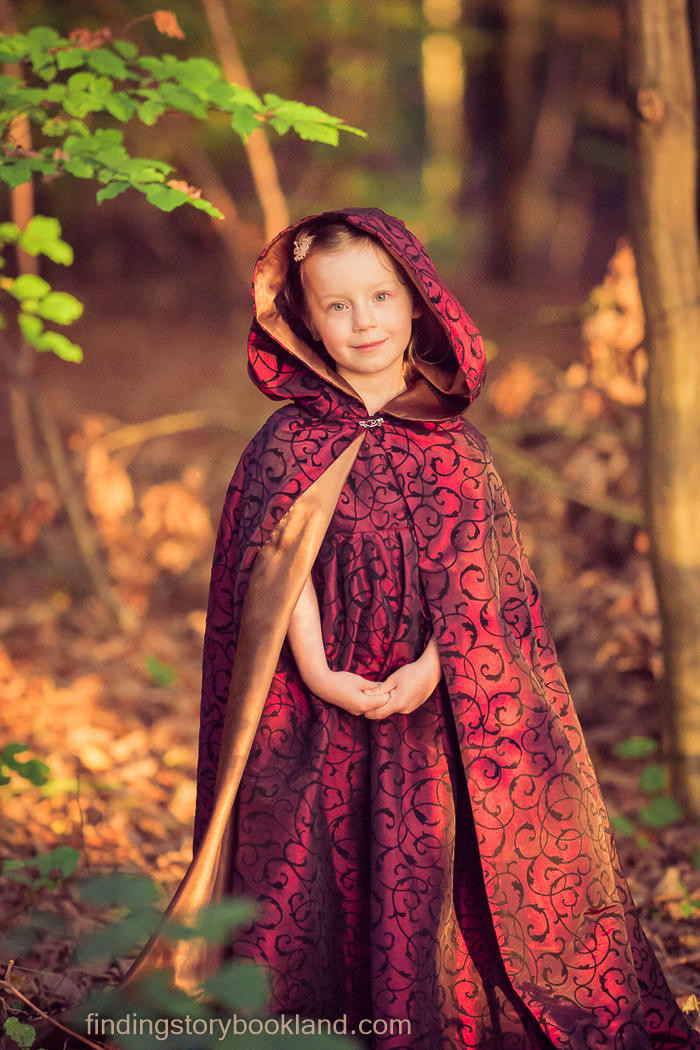 DIY Toddler Cape Pattern  Video Tutorial Make a Lined Hooded Cape Finding