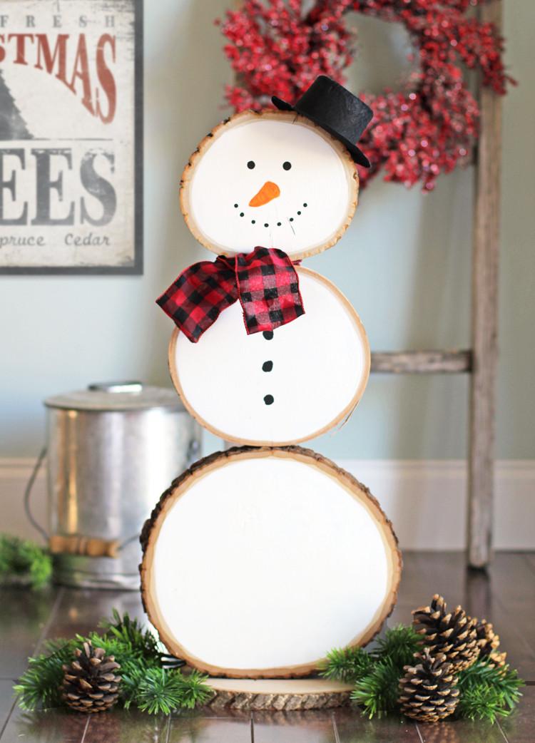 DIY Wooden Snowman  27 Creative DIY Snowman Decorations • Grillo Designs