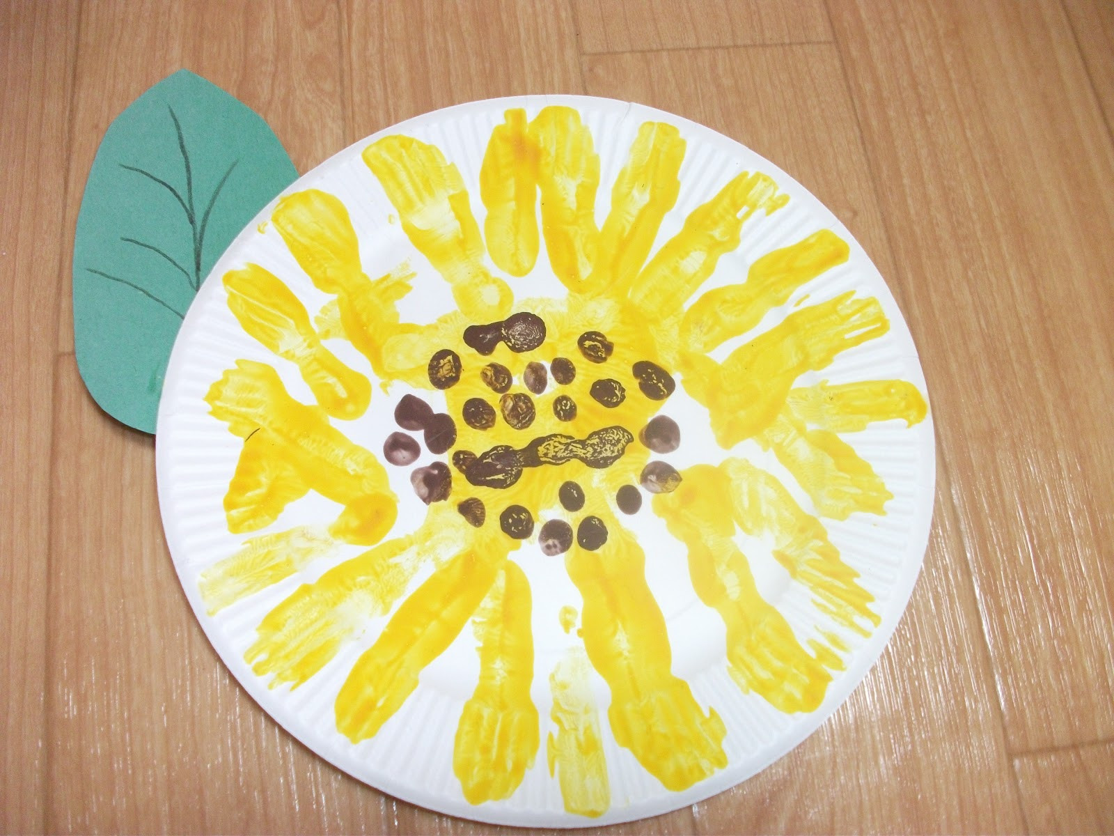 Easy Projects For Preschoolers  Easy Paper Plate Sunflower Craft