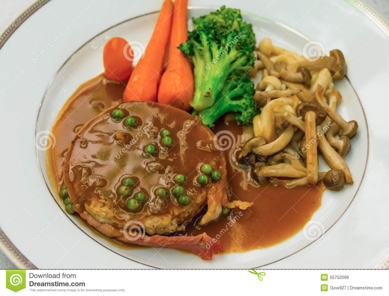 Filet Mignon Side Dishes  Filet Mignon Steak With Gravy Sauce And Carrot Broccoli