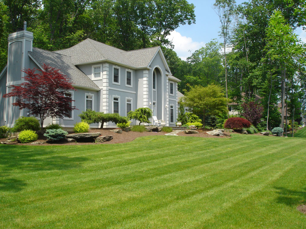 Front Yard Landscape Picture  Some Ideas of Front Yard Landscaping for a Small Front