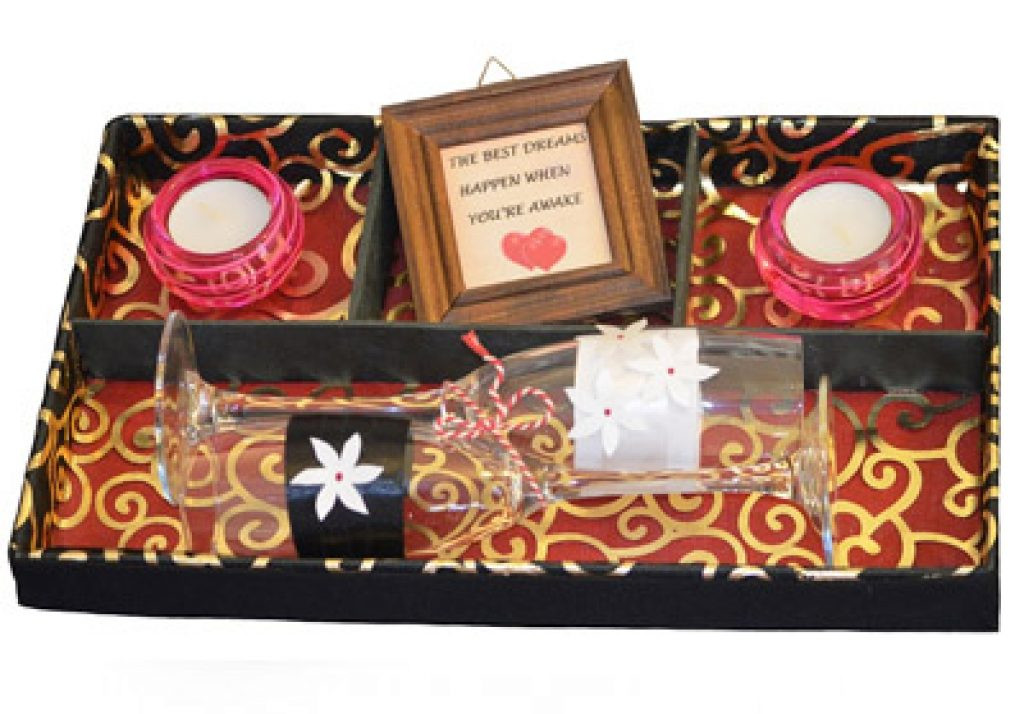 Gift Ideas For Anniversary Couple  8th Wedding Anniversary Gifts For the Couple Who Has