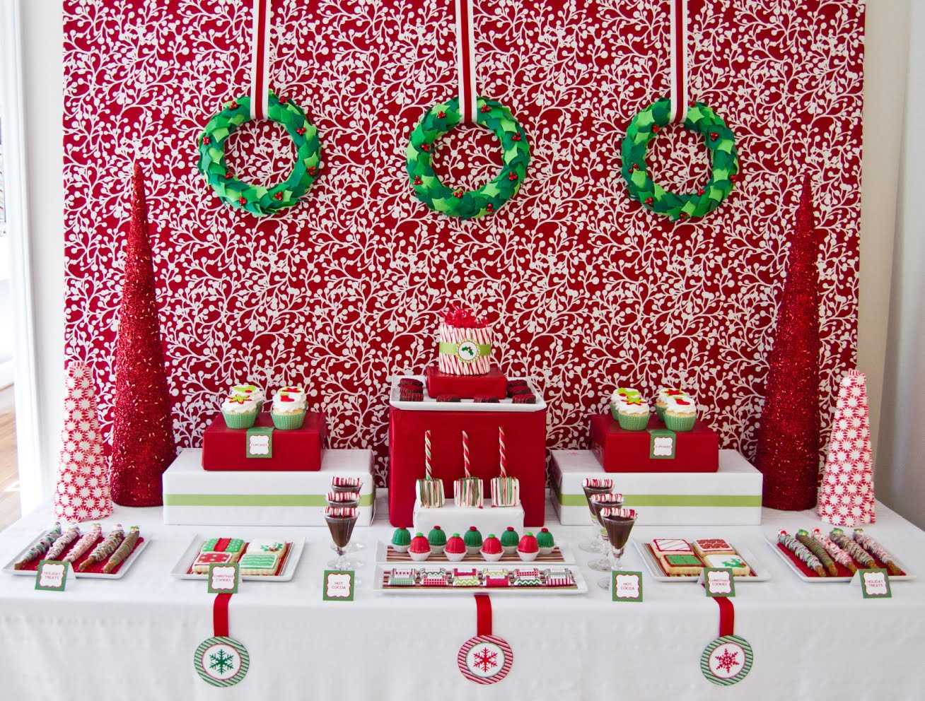 Holiday Party Decorating Ideas  5 Christmas Table Decorations