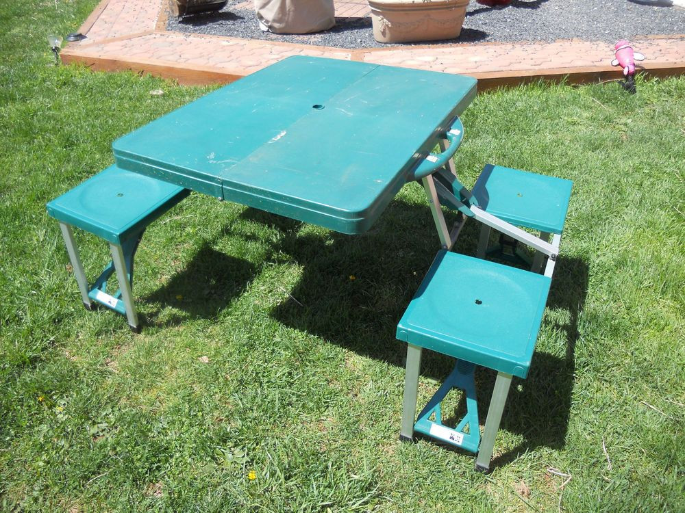 Kids Fold Up Table  Vintage Folding PICNIC CAMPING Table GREEN Kids CAMP PATIO