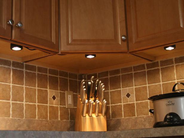 Kitchen Under Cabinet Lighting Options  under cabinet kitchen light fixtures ideas