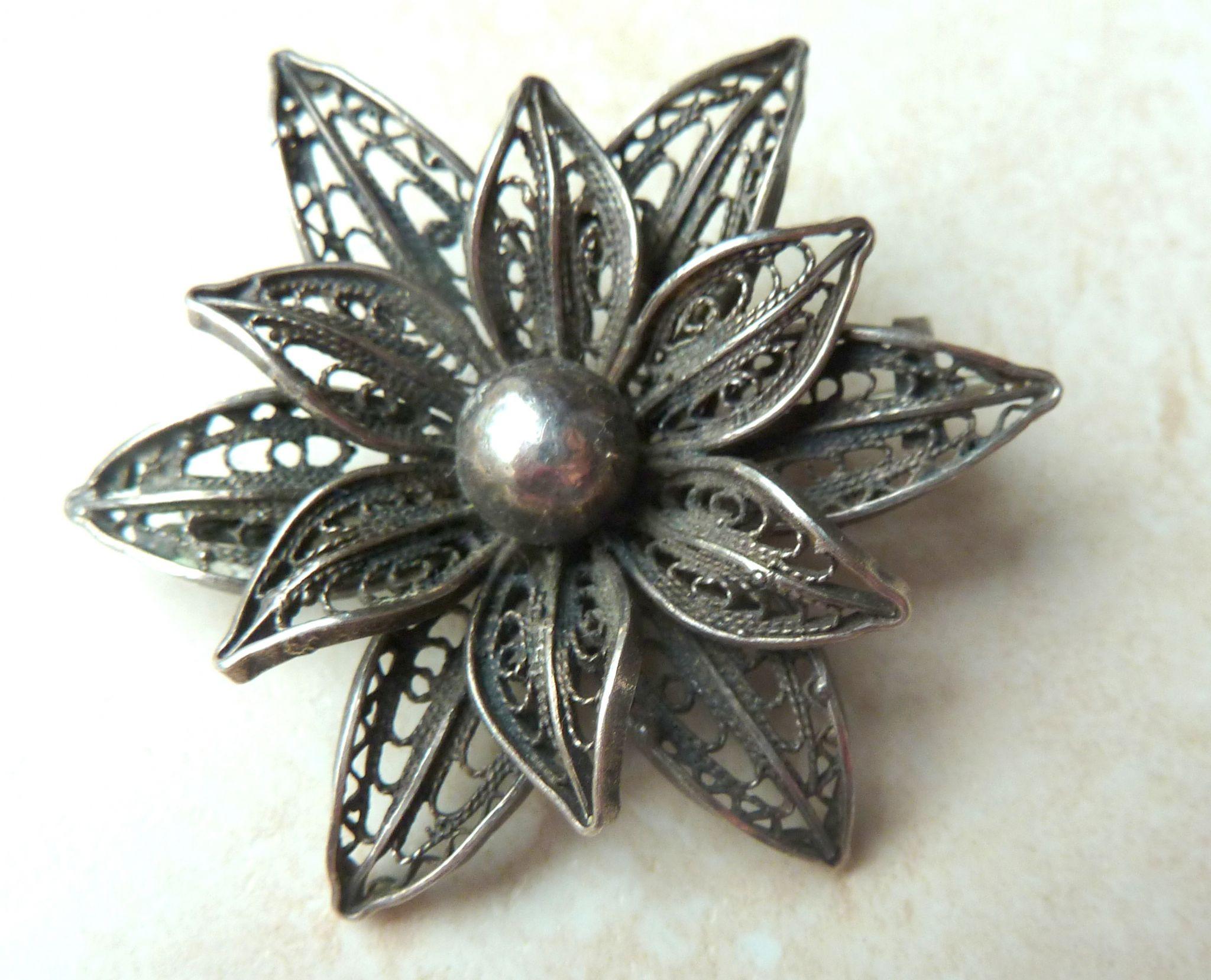 Metal Brooches  Vintage Silver Filigree Flower Brooch