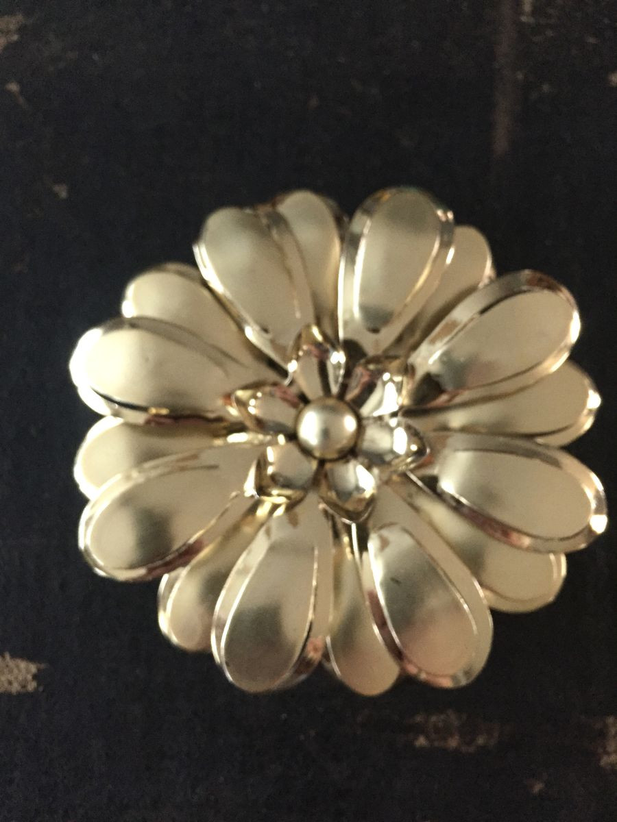Metal Brooches  Vintage Gold Tone Metal Flower Brooch Vintage Re