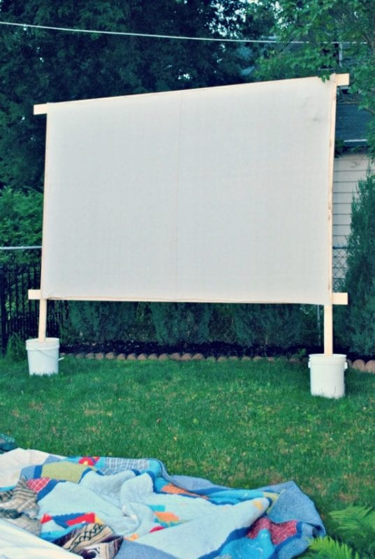Outdoor Movie Screen DIY  EveJulien 25 DIY Outdoor Furniture and Decor Projects
