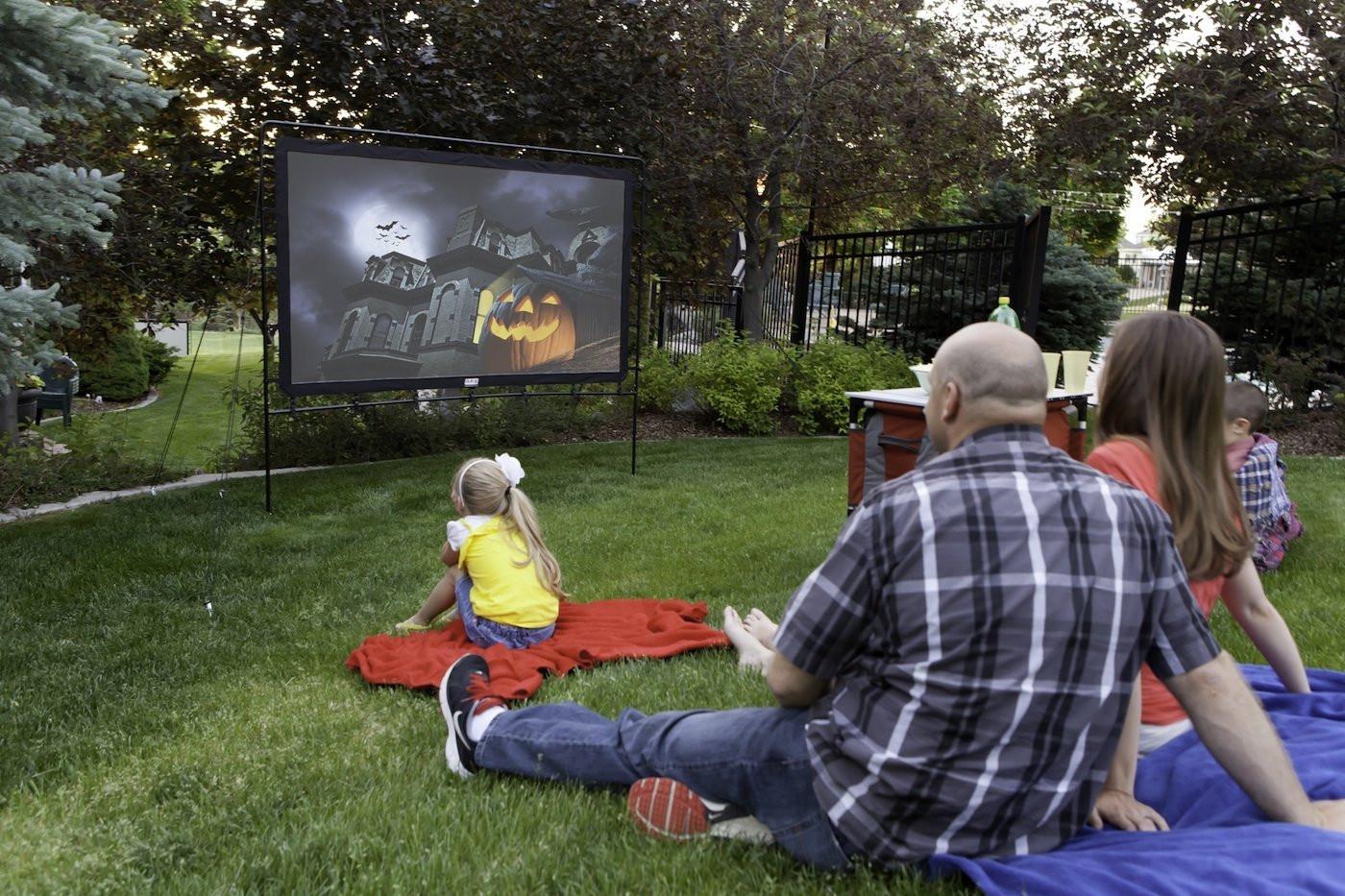 Outdoor Movie Screen DIY  Backyard Movie Screen – DIY Outdoor