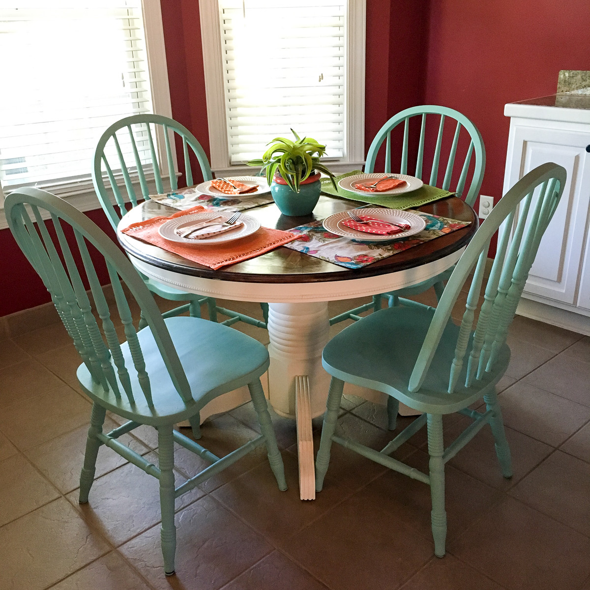 Round White Kitchen Table Sets  Turquoise and White Kitchen Table Round Table The