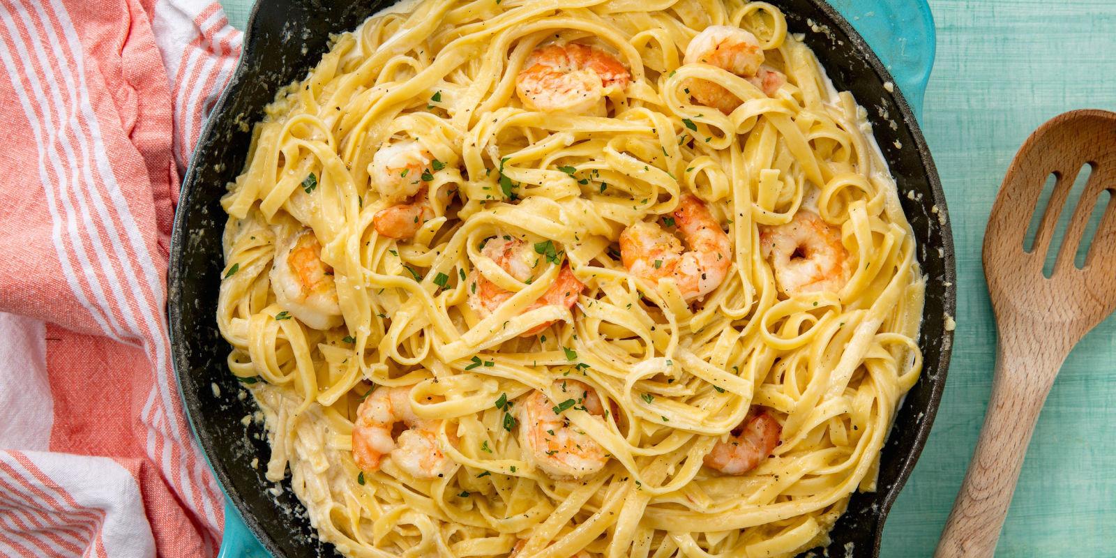 Shrimp Spaghetti Alfredo  Easy Shrimp Alfredo Fettuccine Recipe How to Make Shrimp