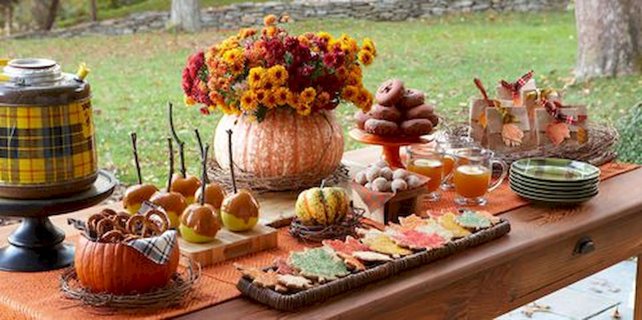 Thanksgiving Dinner Table Decorations  60 DIY Thanksgiving Centerpieces Ideas on Friendly Bud