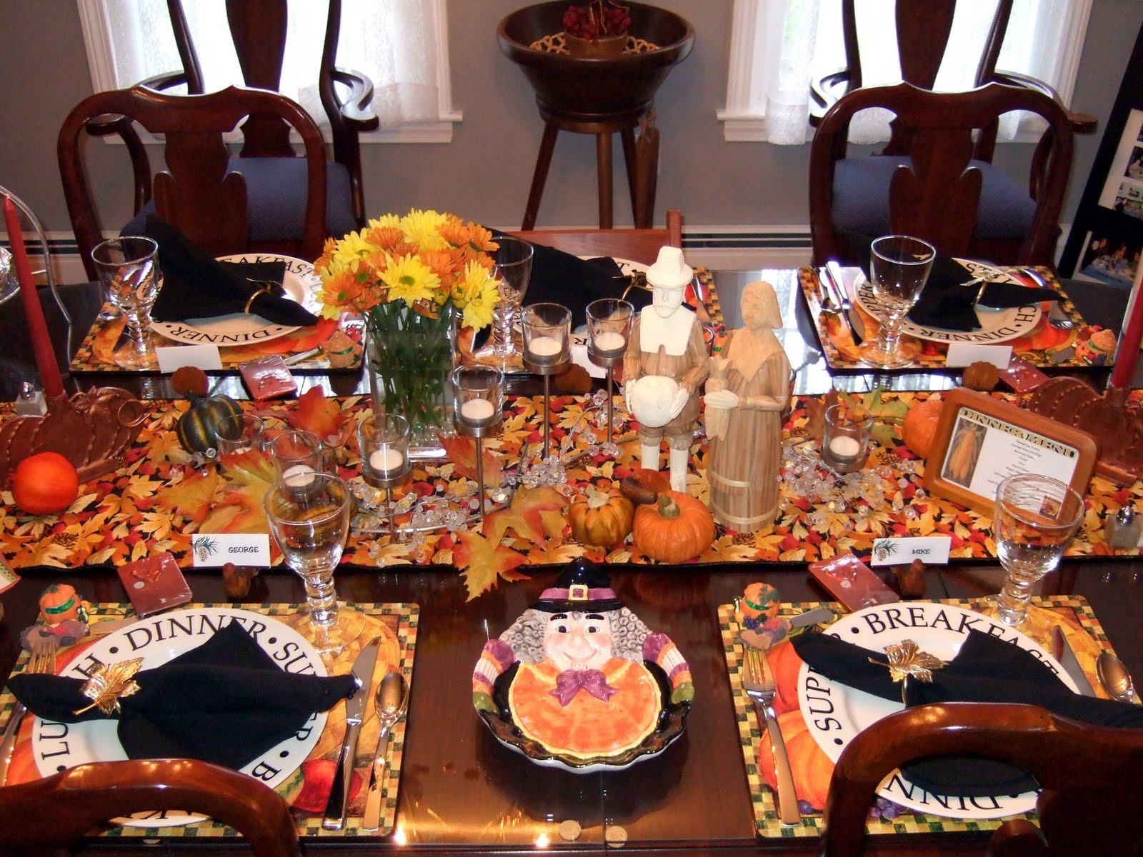 Thanksgiving Dinner Table Decorations  a little bit of everything Table Setting Thanksgiving Tables