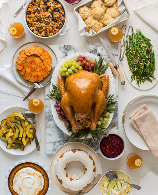 Traditional American Thanksgiving Dinner  How to Eat Healthy on Thanksgiving