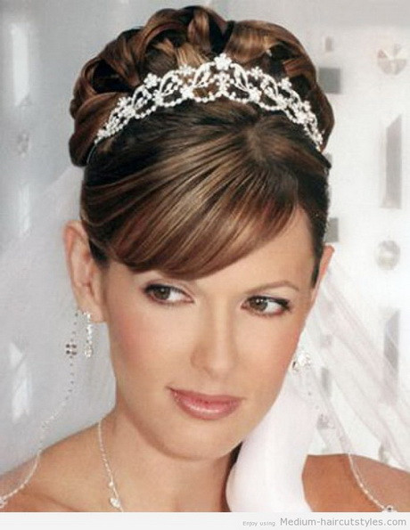 Wedding Hairstyles Round Face  Bridal hairstyles for round face