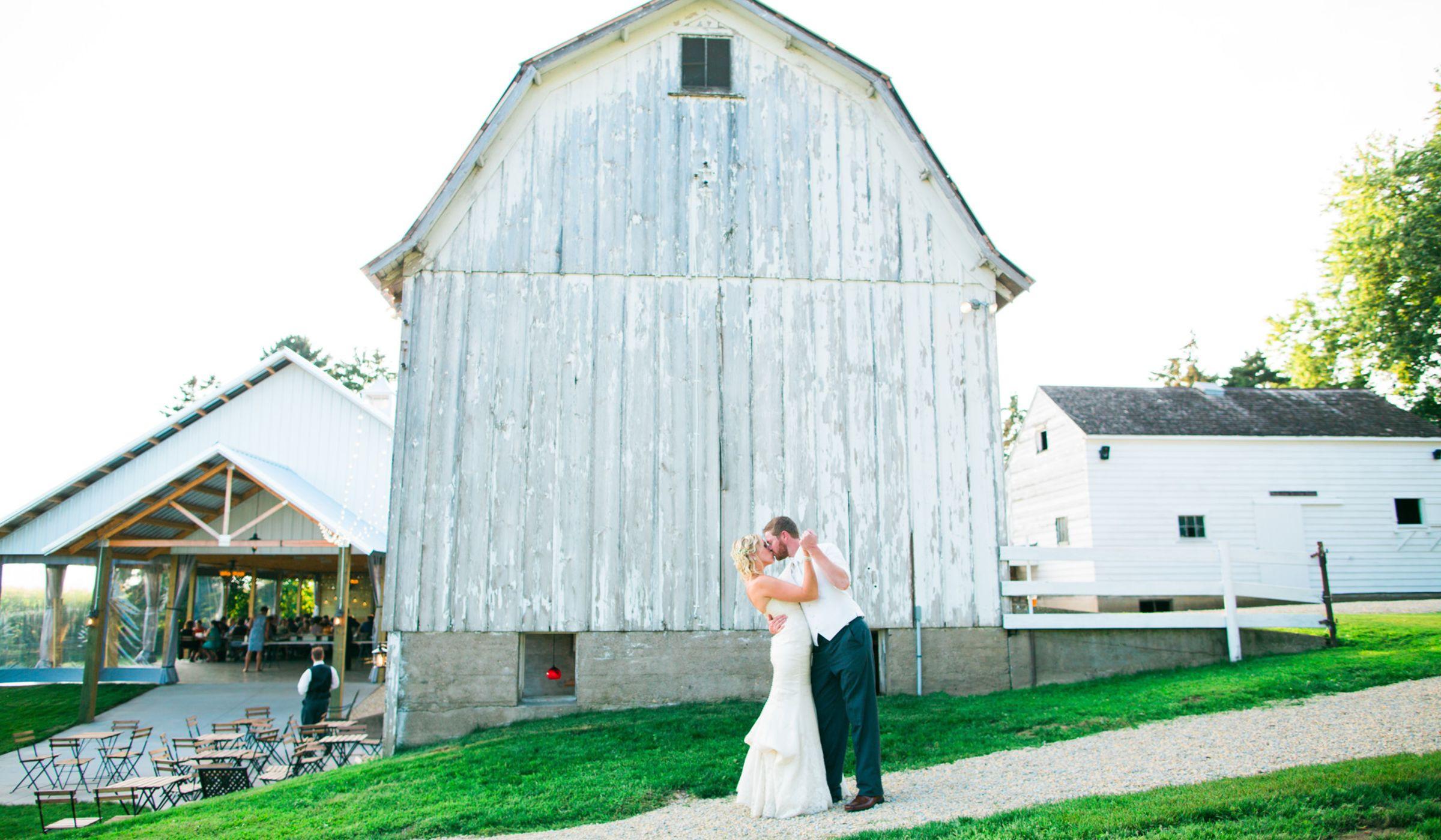 Wedding Venues Mn  7 Minnesota Barn Wedding Venues Perfect for Rustic Couples