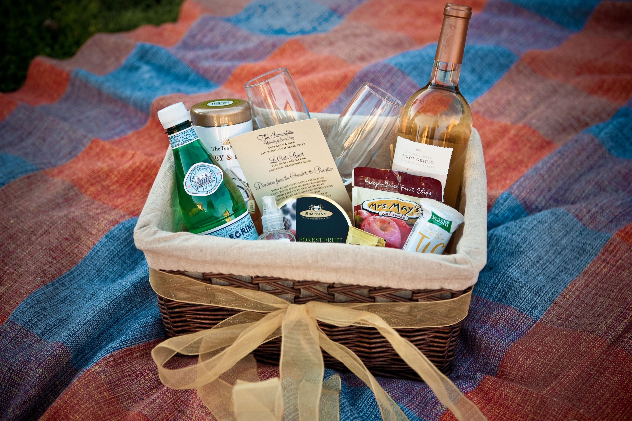 Welcome Gift Basket Ideas  Wel e bags for wedding guests