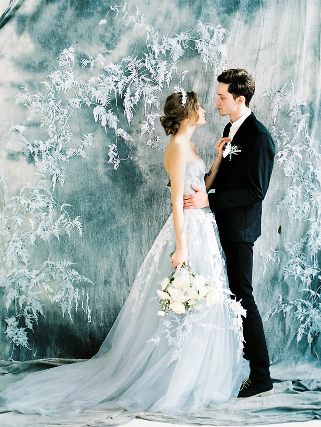 Winter Wedding Ideas Themes  How To Have a Winter Themed Wedding in Summer