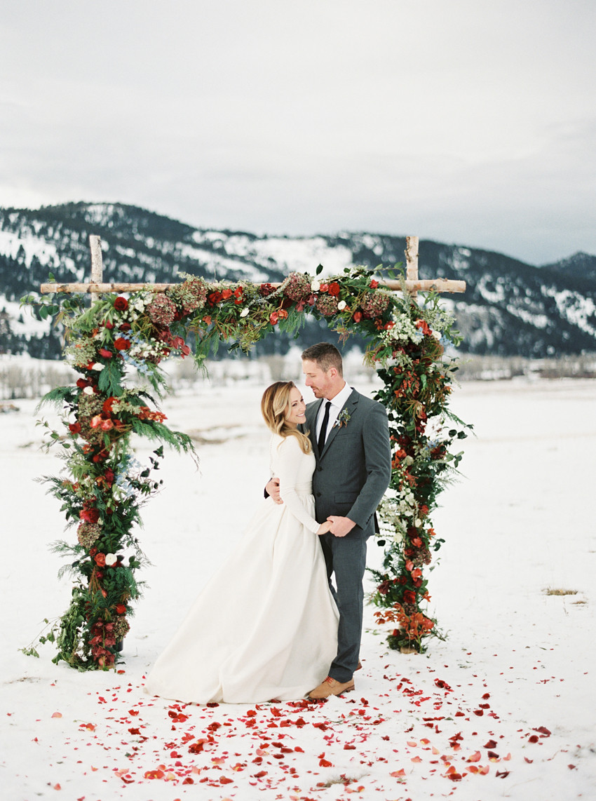 Winter Wedding Ideas Themes  30 Awesome Winter Red Christmas Themed Festival Wedding